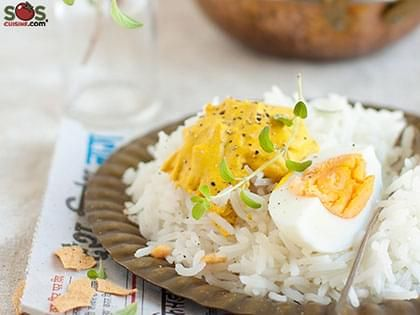 Eggs with a Curry Sauce