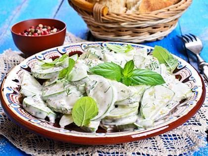 Salade crémeuse de concombre à l'aneth