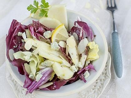 Salade d'endives, poires et cambozola