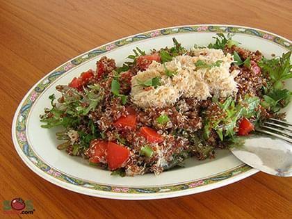 Insalata di quinoa rossa e granchio