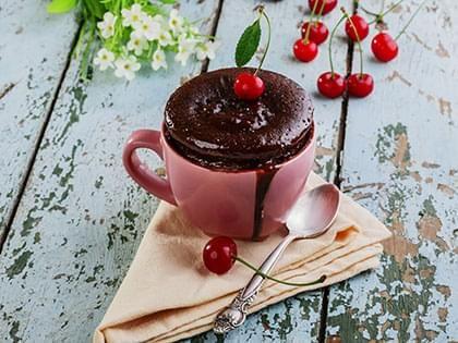 Gâteau au chocolat dans une tasse