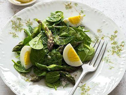 Salade d'asperges et épinards aux oeufs durs