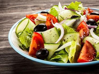 Salade grecque de concombres et tomates
