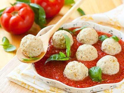 Boulettes végétaliennes, sauce aux tomates