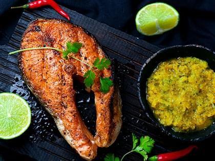 Darnes de saumon grillées et trempette à la mangue