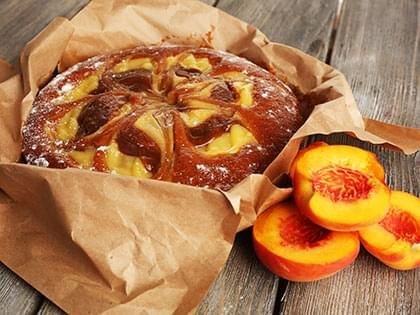 Cinnamon-flavoured Peach Cake