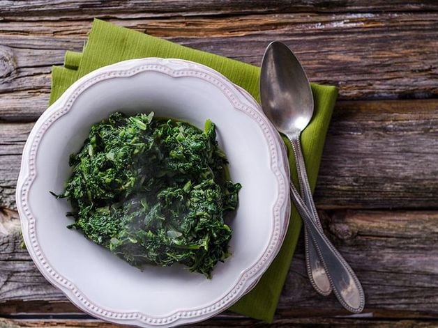 Spinach à l'étuvée