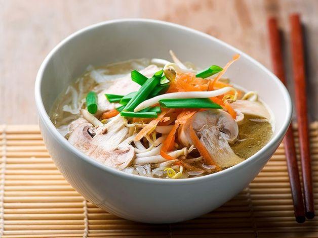 Soupe orientale au poulet et légumes