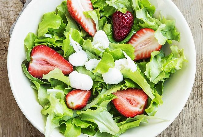 mixed-greens-and-strawberry-salad