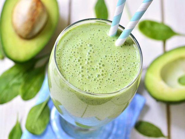 Smoothie all'avocado e tè verde