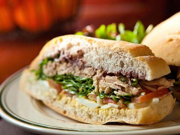 Sandwich méditerranéen au thon