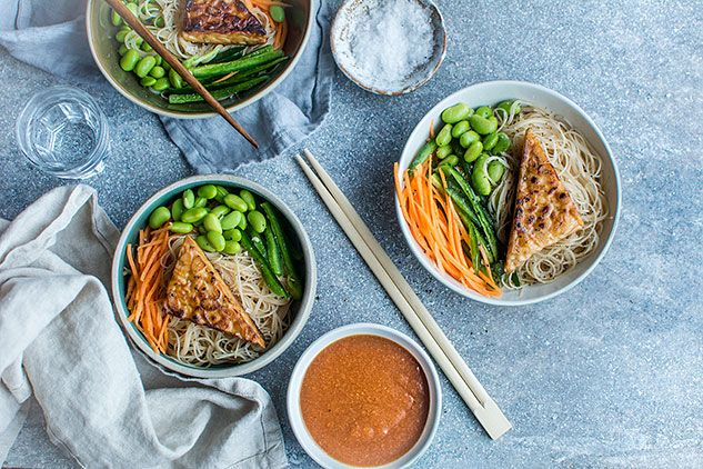 Rice Noodles and Tempeh Bowl with Peanut Sauce