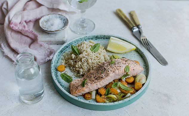 Lemon-Scented Salmon with Carrots and Leeks