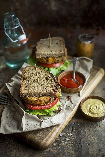 Galettes végétales en sandwich avec pommes de terre