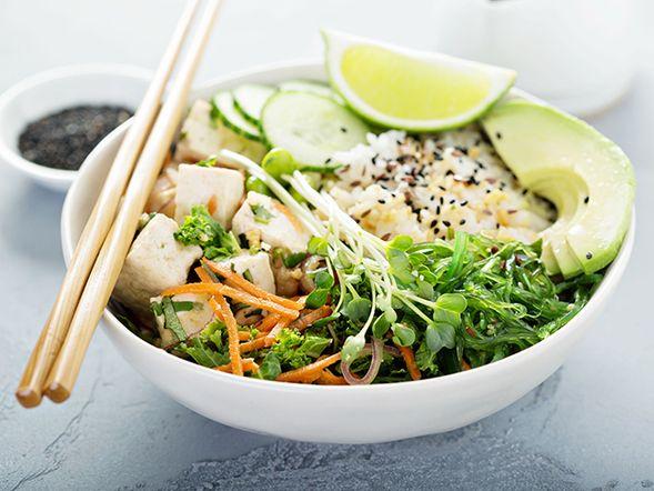 Bol de tofu et riz aux légumes