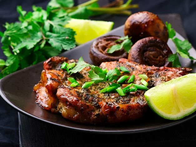 Cilantro-flavoured Pork Chops with Mushrooms