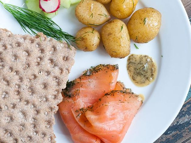 Salmone affumicato e patate all'aneto