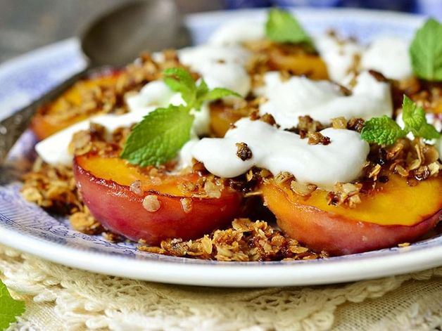 Grilled Peaches with Cinnamon Cream