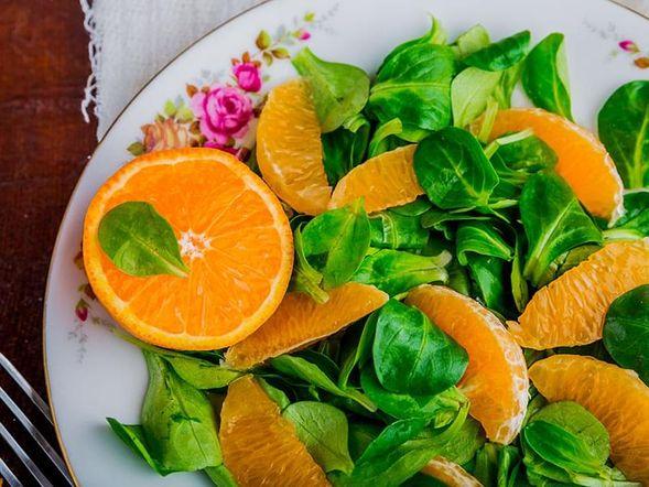 Insalata di lattuga, fichi e clementine