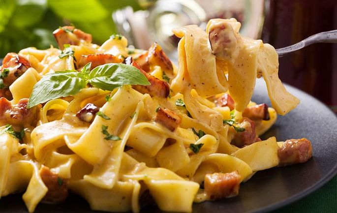 Fettuccine with Ham and Bacon