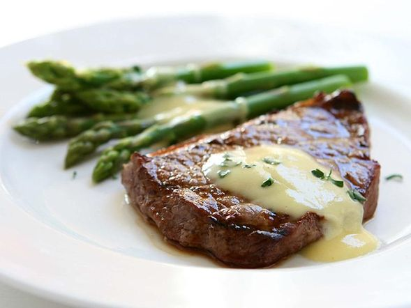 Filet Mignon and Asparagus with a Gorgonzola Sauce